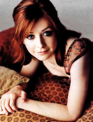 Alyson Hannigan achtergrond probably containing a portrait and skin entitled Alyson