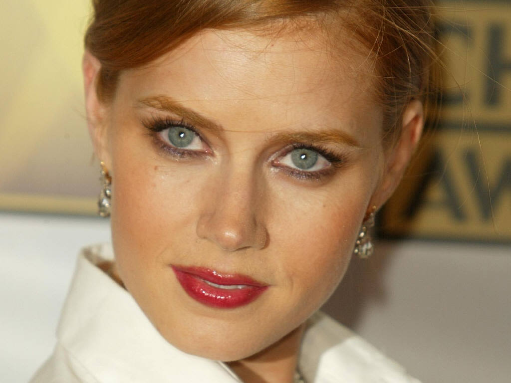 Makeup for Leo Women Amy Adams shiny mane-7