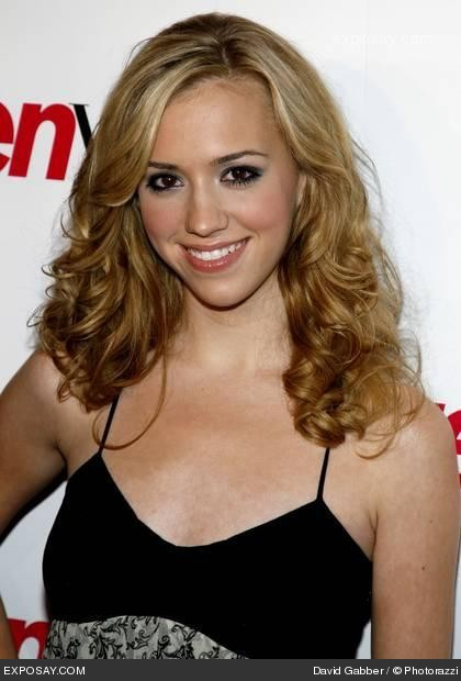 Andrea Bowen and julie bowen related