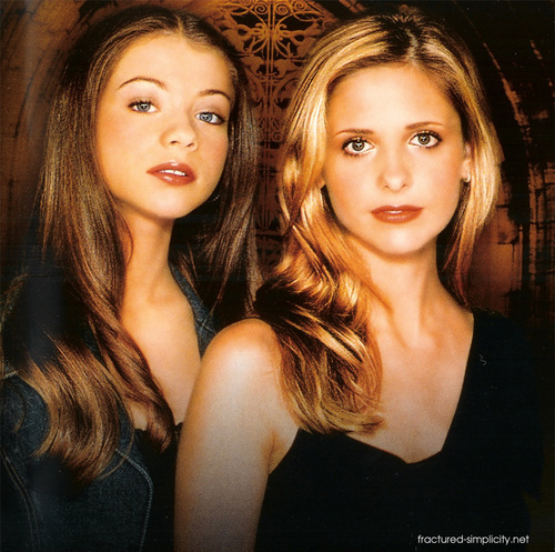 Buffy – Im Bann der Dämonen Hintergrund titled Buffy & Dawn (season 5)