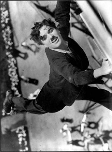 Charlie Chaplin karatasi la kupamba ukuta containing a sign titled Charlie Chaplin