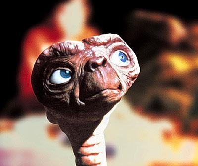 ETが空を見上げる壁紙