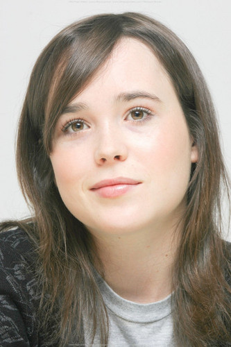 Ellen Page wallpaper containing a portrait titled Ellen