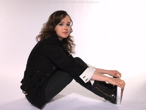 Ellen Page wallpaper containing a well dressed person titled Ellen