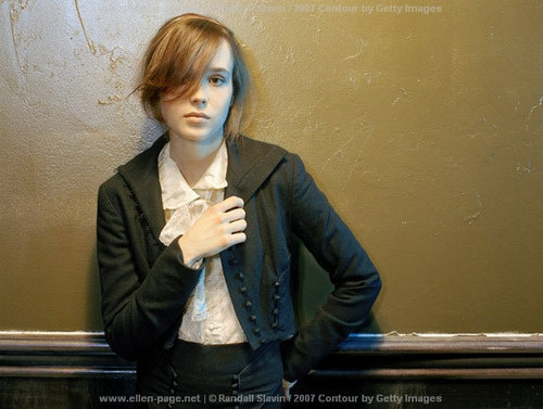 Ellen Page wallpaper containing a well dressed person called Ellen