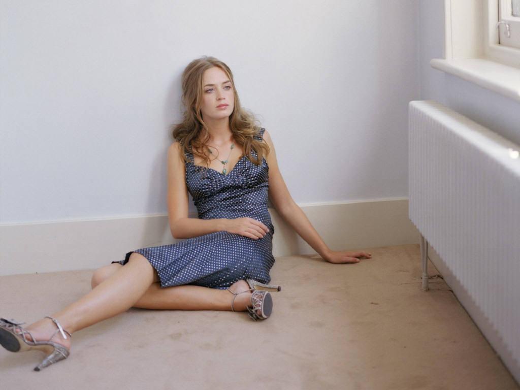 Emily Blunt - Wallpaper Gallery