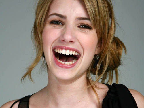 Emma Roberts wallpaper possibly with a portrait titled Emma Roberts