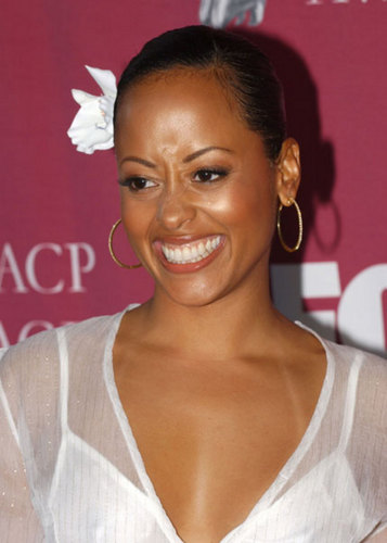 Half & Half wallpaper called Essence Atkins