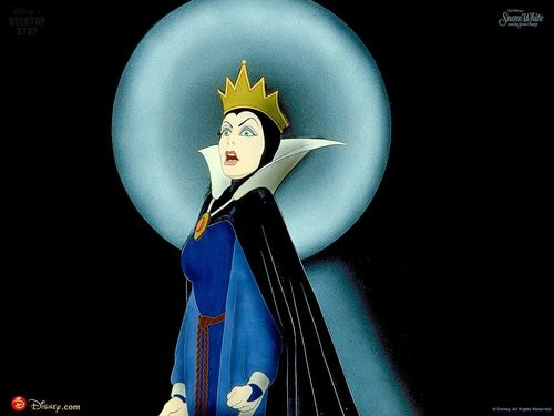 Snow White and the Seven Dwarfs wallpaper titled Evil Queen Wallpaper