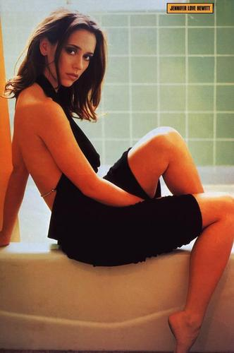 FHM-Jeniifer Love Hewitt 2002