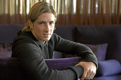 Fernando Torres वॉलपेपर possibly containing a living room, a business suit, and a family room called Fernando Torres