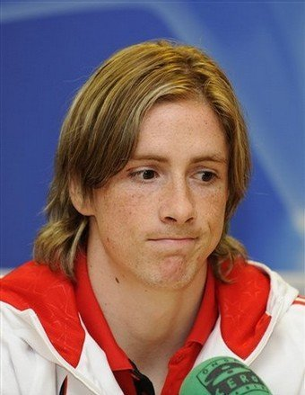 Fernando Torres achtergrond probably with a portrait entitled Fernando Torres