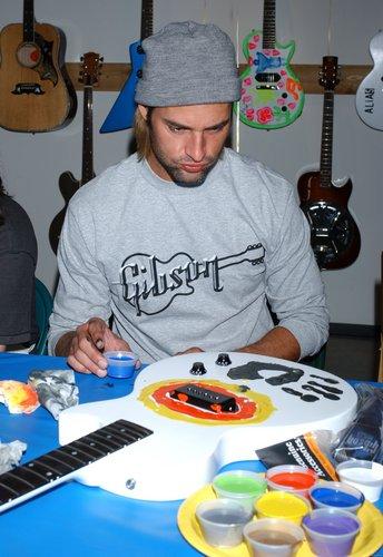 đàn ghi ta, guitar Charity Event
