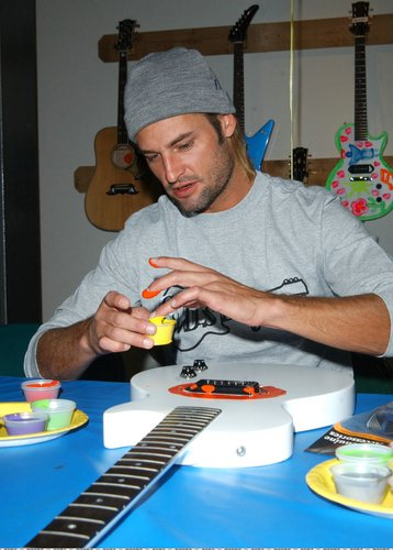 گٹار Charity Event