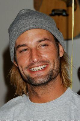Guitar Charity Event josh holloway 973404 267 400 - Josh Holloway (Lost'un Sawyer'�)