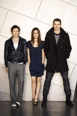 Hayden and the cast of Jumper