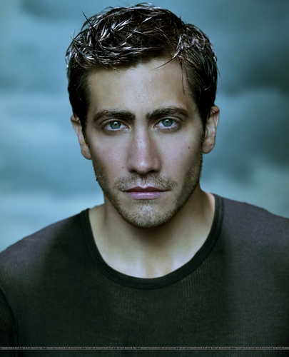 Jake Gyllenhaal wallpaper with a jersey entitled Jake