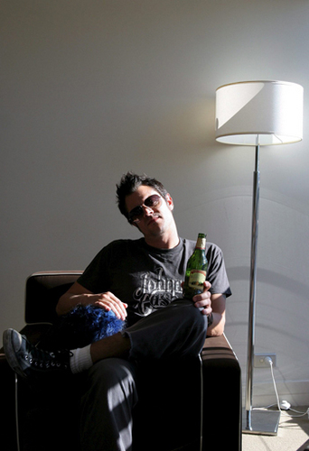 Johnny Knoxville 바탕화면 containing a living room and a family room entitled Johnny Knoxville