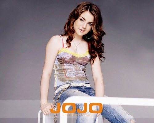 JoJo Levesque वॉलपेपर probably with a रात का खाना dress and a कॉकटेल dress called Jojo