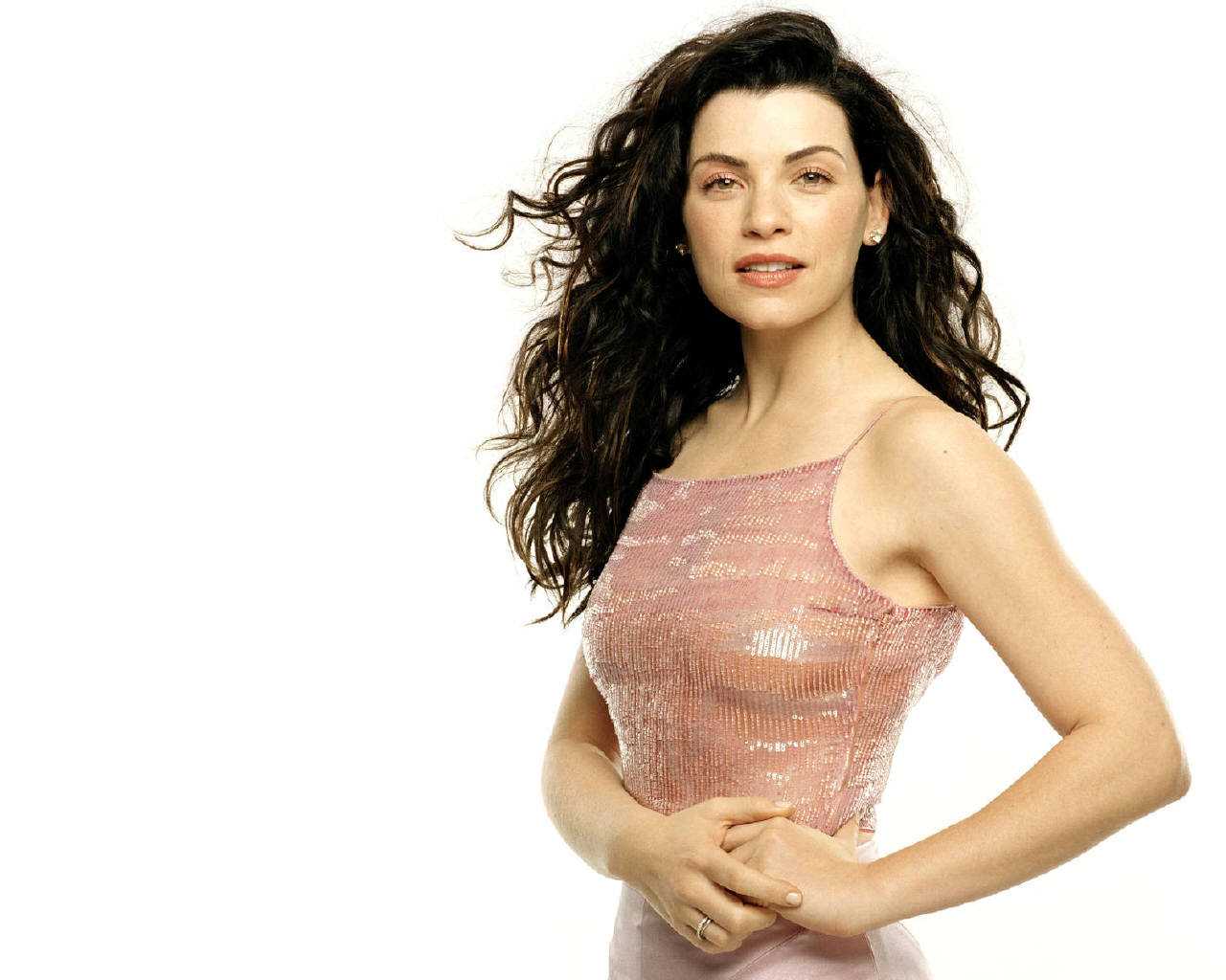 http://images1.fanpop.com/images/image_uploads/Julianna-julianna-margulies-1002364_1280_1024.jpg