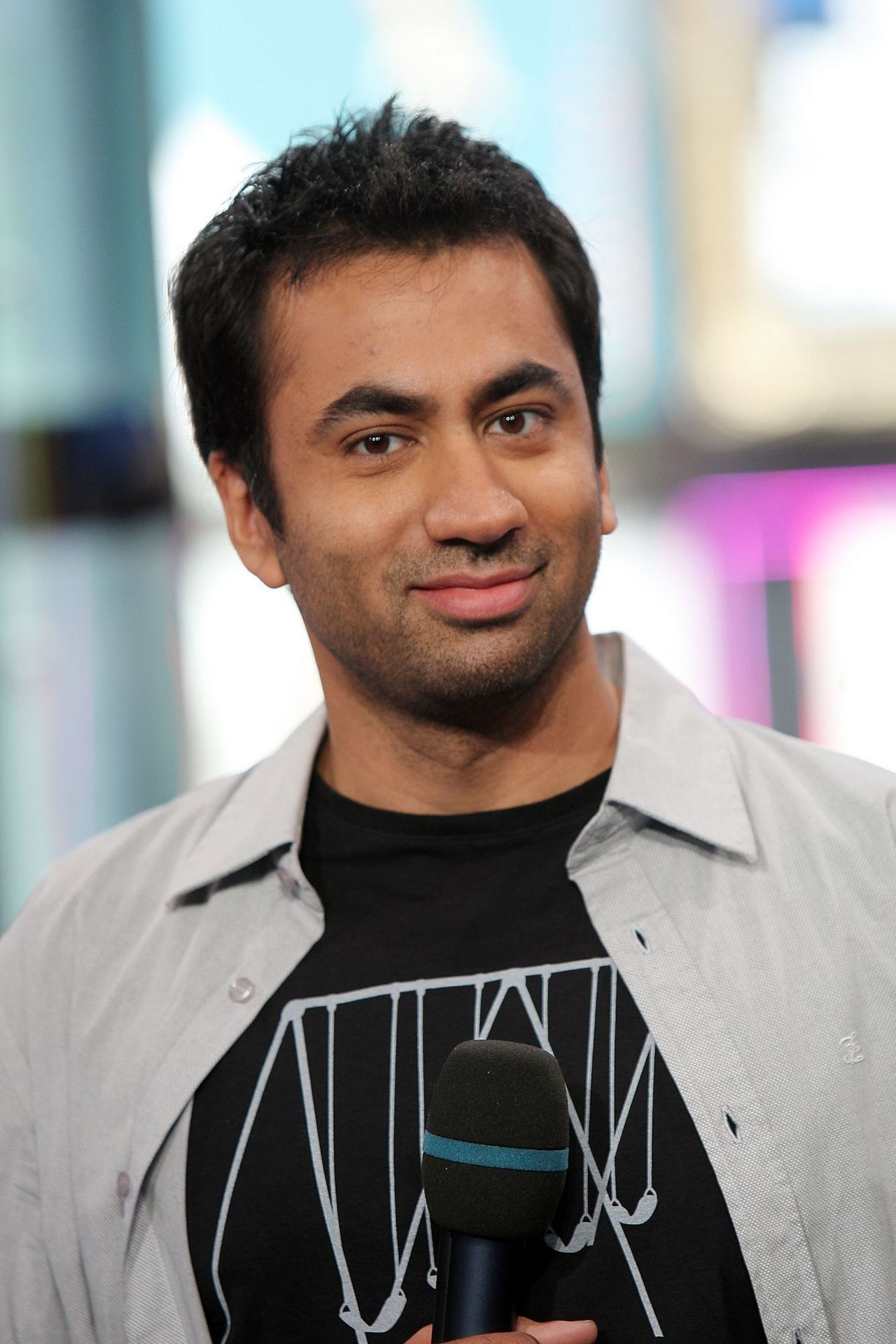 Kal Penn earned a  million dollar salary, leaving the net worth at 15 million in 2017