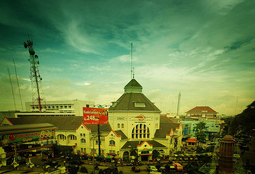 Penghuni Medan achtergrond containing a business district and a straat titled Kantor Pos Medan