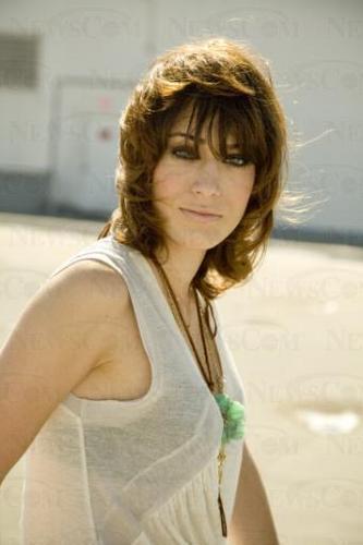 Lizzy Caplan <3