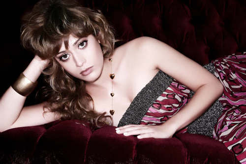 Lizzy Caplan fond d'écran possibly with a playsuit, a chemise, and tights titled Lizzy Caplan <3
