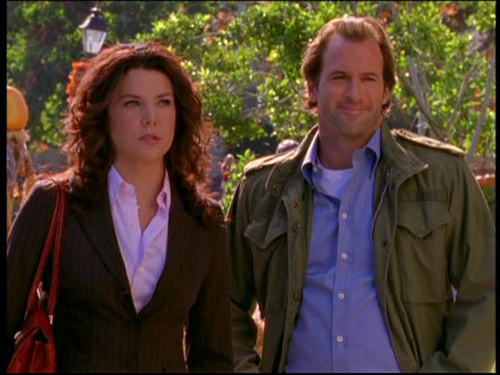 wachumba wa tevevisheni karatasi la kupamba ukuta probably with a business suit and a well dressed person entitled Luke & Lorelai (Gilmore Girls)