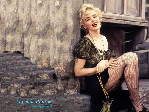 Marilyn Monroe wallpaper called Marilyn