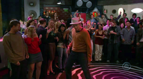 How I Met Your Mother wallpaper entitled Marshall Dancing