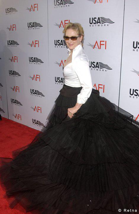 http://images1.fanpop.com/images/image_uploads/Meryl-Streep-meryl-streep-841171_470_721.jpg