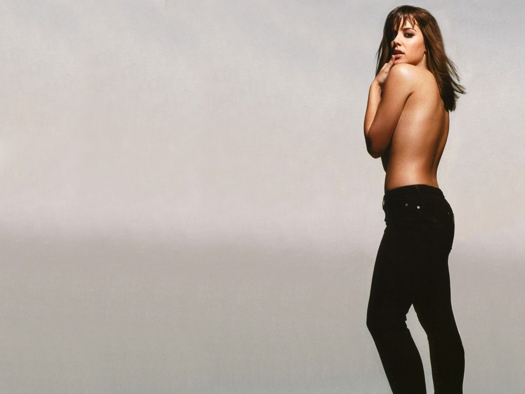 Michelle Ryan - Bionic...