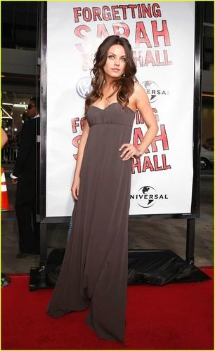 Mila Kunis Hintergrund called Mila