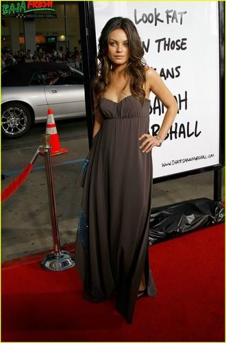 Mila Kunis kertas dinding called Mila