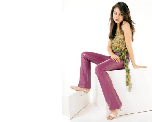 Mila Kunis kertas dinding entitled Mila