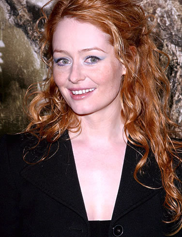 Miranda Otto wallpaper possibly containing a well dressed person and a portrait entitled Miranda Otto