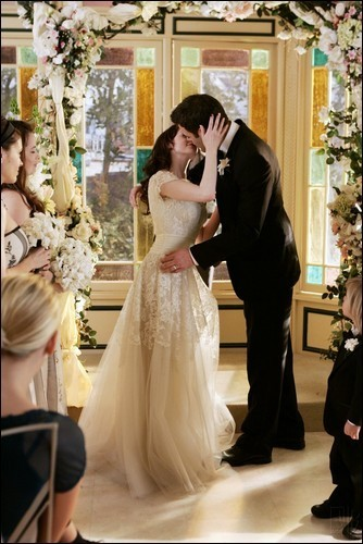 http://images1.fanpop.com/images/image_uploads/Paige-Henry-Charmed-tv-couples-963513_334_500.jpg