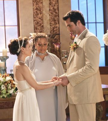 casais de televisão wallpaper with a bridesmaid entitled Phoebe & Coop (Charmed)