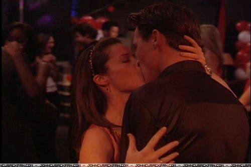 TV Couples پیپر وال possibly with a کنسرٹ entitled Piper & Leo (Charmed)