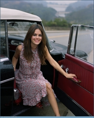 Rachel Bilson wallpaper with an automobile entitled Rachel Bilson