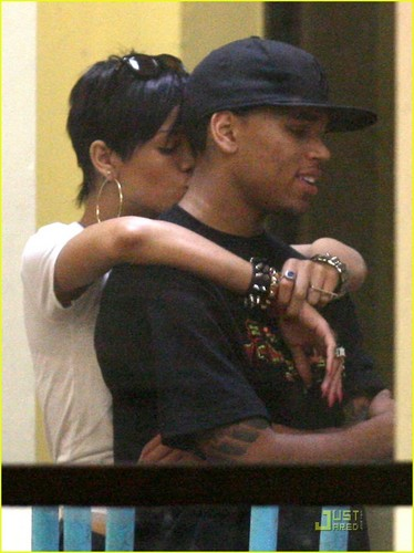 Rihanna& Chris
