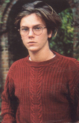 River Phoenix 壁纸 probably containing a pullover, a cardigan, and a sweater entitled River