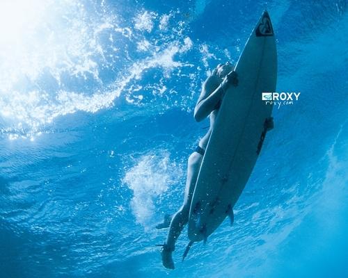 Roxy surfing