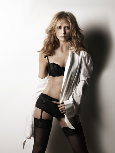 Sarah Michelle Gellar wallpaper titled SMG-Maxim