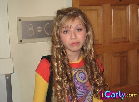 iCarly wallpaper possibly containing a top called Sam