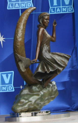 Samantha Statue - bewitched Photo