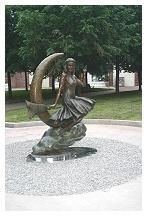 Samantha statue