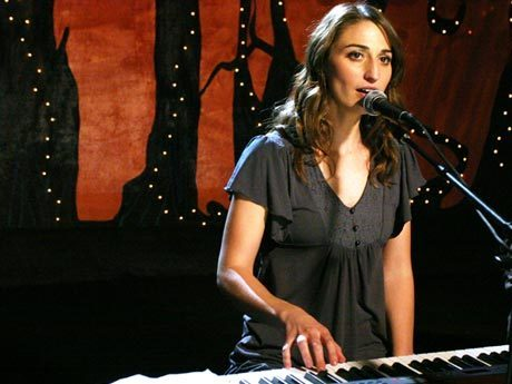 Sara Bareilles wallpaper containing a konser titled Sara Bareilles