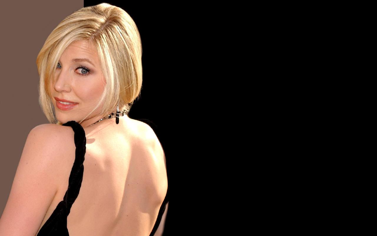 http://images1.fanpop.com/images/image_uploads/Sarah-3-sarah-chalke-889847_1280_800.jpg